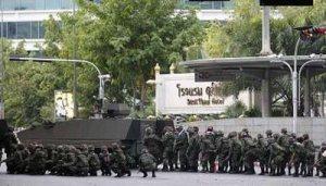 19 พ.ค 53 รถถังทหารของเด็กเวรและเเก็งค์ยังเต็มกรุง
