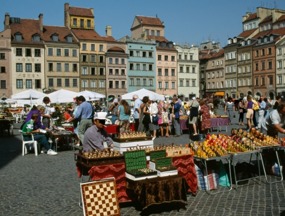 movingto_warsaw_poland_old maket